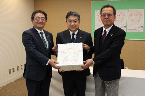 鳥取県生協・生協しまねと、はじめてばこのお届けに関する協力協定を結びました。